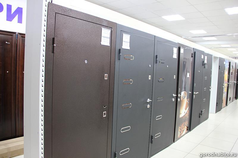 стальные двери в выставочные центры