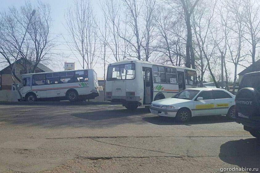 Фото: в Биробиджане столкнулись два пассажирских автобуса