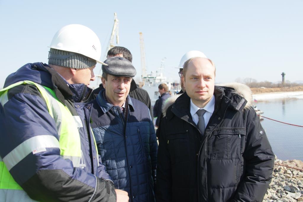 Александр Галушка проинспектировал строительство моста в Китайская республика вНижнеленинском