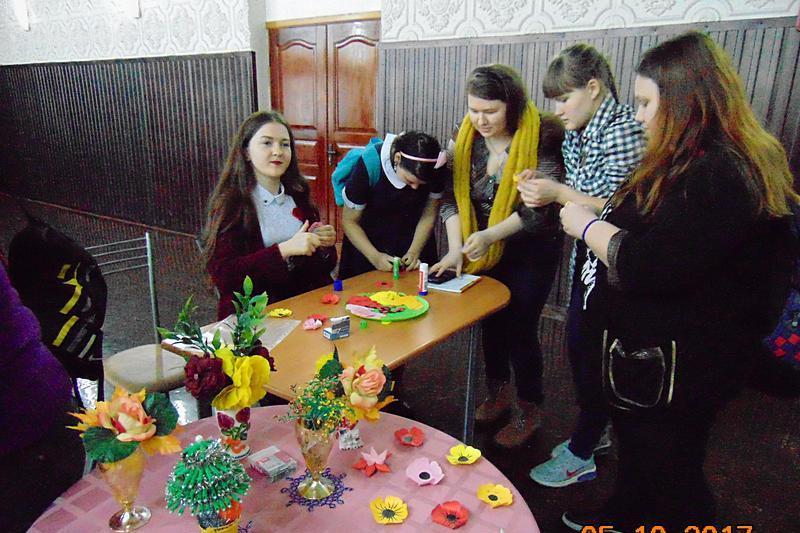 seks-studenti-otmechayut-den-rozhdeniya-v-basseyne-kachki
