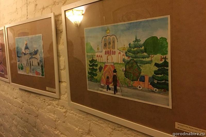 В Санкт-Петербурге открылась выставка рождественских рисунков детей Биробиджанской епархии