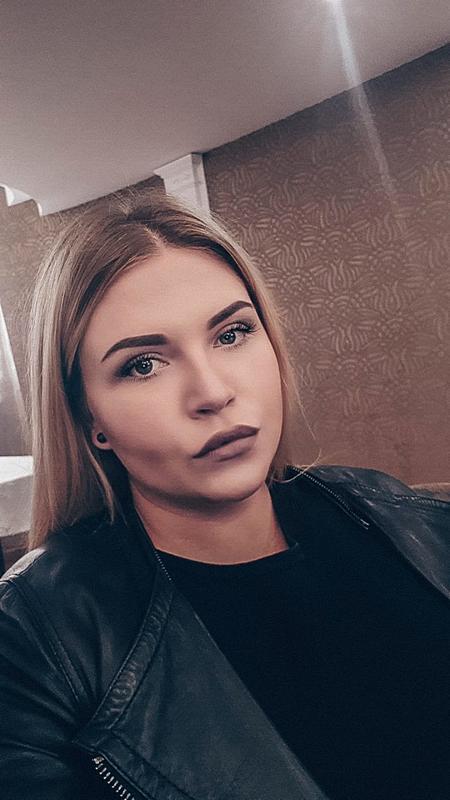 devushka-reshila-otdatsya-v-magazine